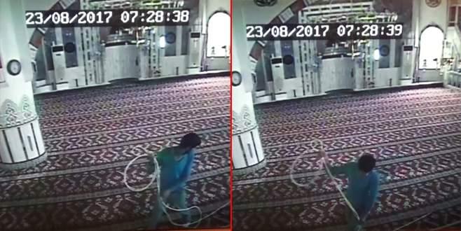 Bursa'da camiden hırsızlık kamerada