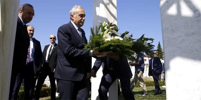 Bakan Fakıbaba, İzetbegoviç'in kabrini ziyaret etti