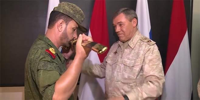 Suriyeli generale Rusya'dan büyük ödül