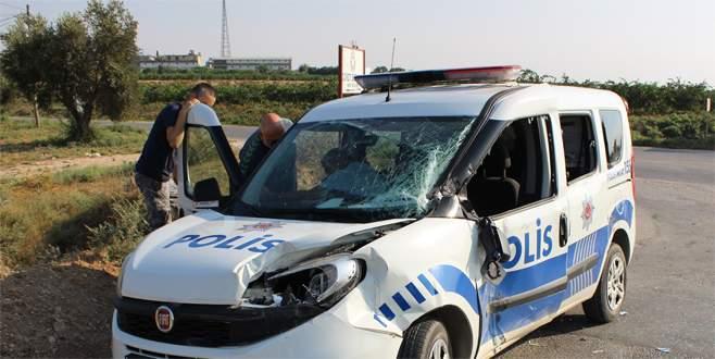 Kamyon ile polis aracı çarpıştı: 2 yaralı