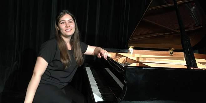 Piyanist Damla'nın büyük başarısı