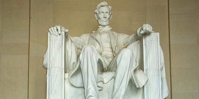 ABD'de Abraham Lincoln anıtına saldırı