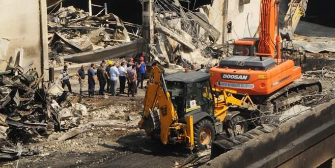 Gaziantep'te yanan fabrikanın sahibine halen ulaşılamadı