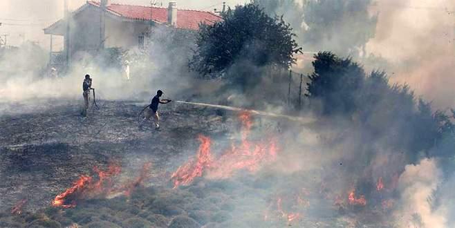 Yunan adasında yangınlar sebebiyle OHAL ilan edildi