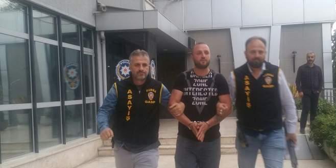 Bursa'da pompalı tüfekle ateş ederken kameralara böyle yakalandı