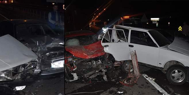 Zincirleme kazada otomobil hurdaya döndü
