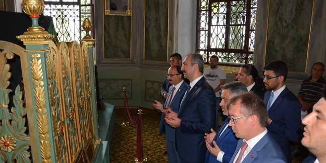 Bakan Gül'den Ulucami ve Emirsultan türbesine ziyaret