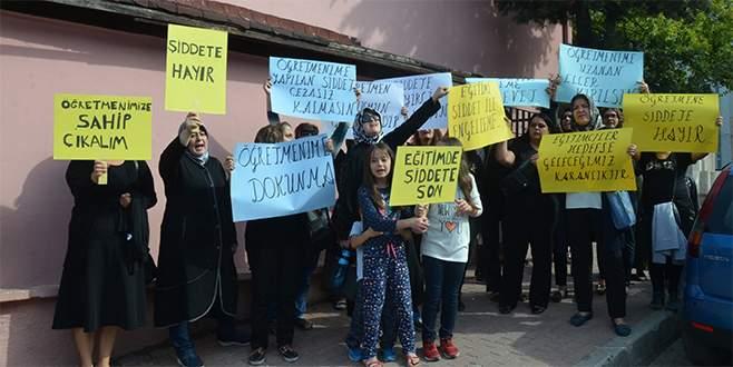 Öğretmeni bıçaklayan kadına Bursalı velilerden tepki