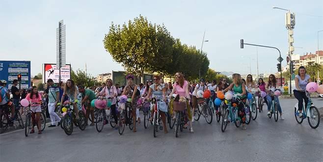 'Süslü Kadınlar' Bursa'da caddeleri çiçeğe çevirdi