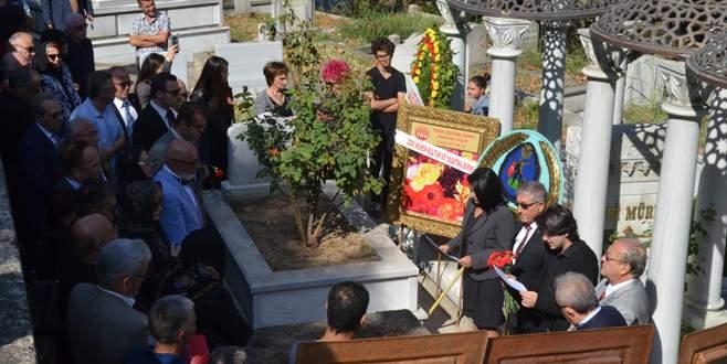 Zeki Müren, Bursa'daki kabri başında anıldı