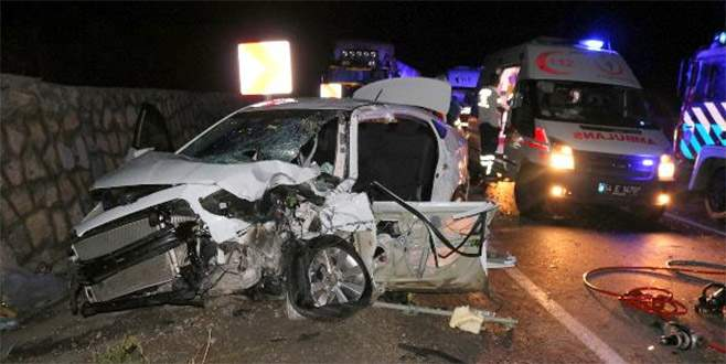 Düğünden Bursa'ya dönüş yolunda kaza: 8 yaralı