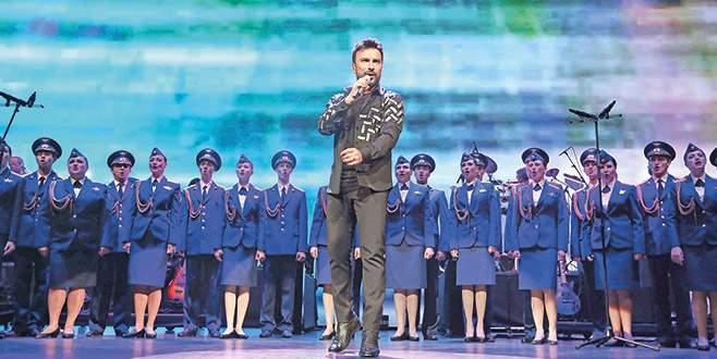 Kızıl Ordu'yla aynı sahnede