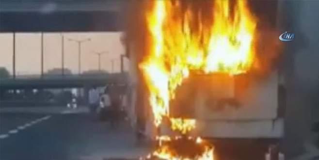 Otoyolda yolcu otobüsü alev alev yandı