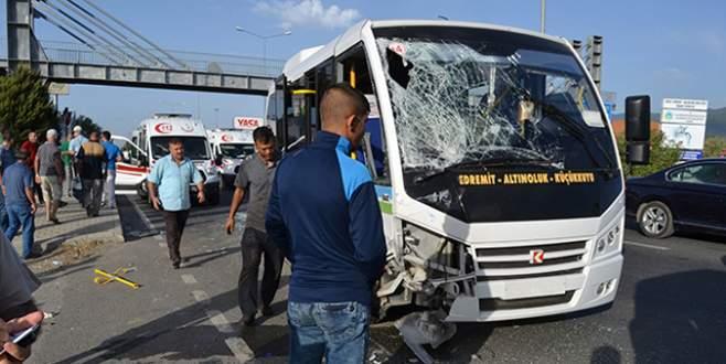 İki yolcu minibüsü çarpıştı: 41 yaralı
