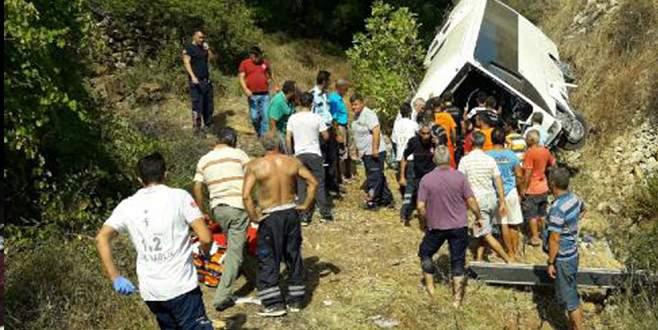 Tur otobüsü şarampole devrildi! 4 ölü, 27 yaralı