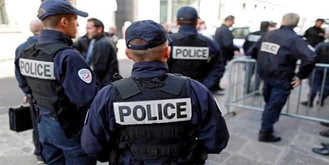 Paris'te bıçaklı saldırı girişimi