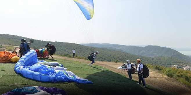 Bursa'da yamaç paraşütü heyecanı başladı