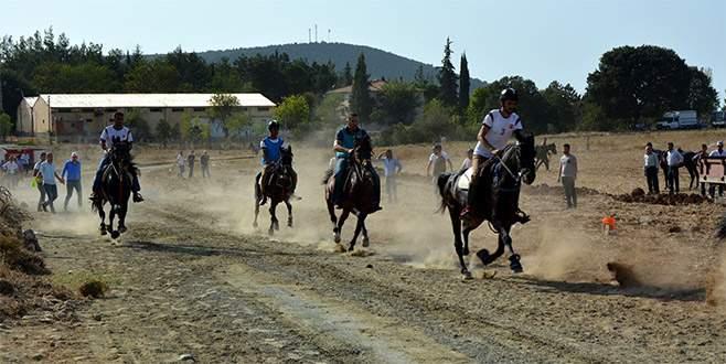 Rahvan atlar Orhaneli'nde yarıştı