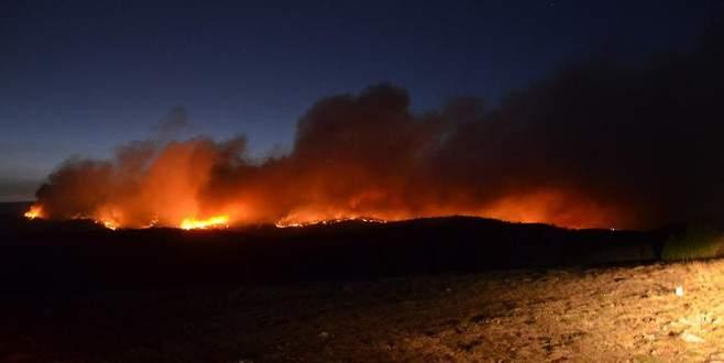 Yangın bir türlü söndürülemeyince dua için camiiye koştular