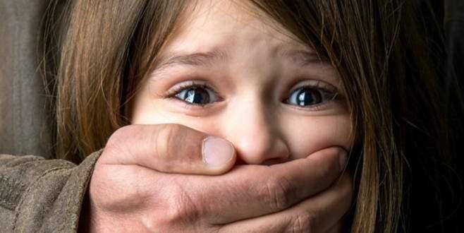 Anneler pedofil çetesini çökertti