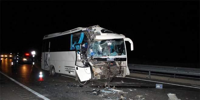 Minibüs TIR'a arkadan çarptı; 16 yaralı
