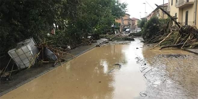 İtalya'da sel felaketi: 6 ölü, 2 kayıp