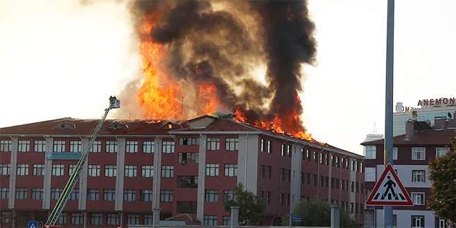 Lise ve kız öğrenci yurdunda yangın