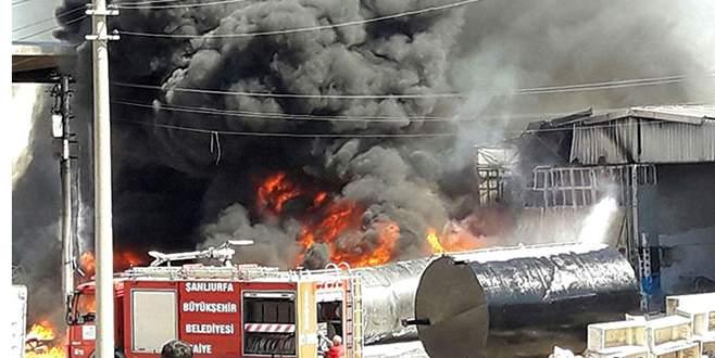 Hurda dükkanında büyük yangın
