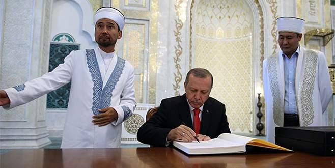Cumhurbaşkanı Erdoğan'dan Kazakistan'da cami ziyareti