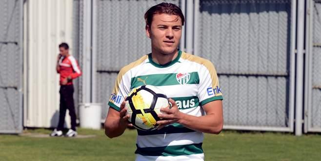 Yusuf Erdoğan, yeşil-beyazlı formayı giydi