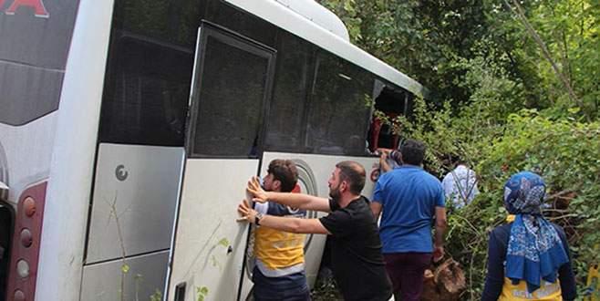 Midibüs şarampole devrildi: 26 yaralı!