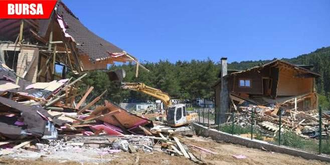 Tarım arazisine yapılan kaçak villalar yıkıldı