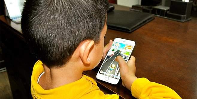 Çocuğu sosyal medyada oyun oynayanlar dikkat!