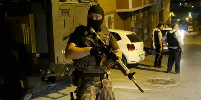 Uyuşturucu satıcıları arasında silahlı kavga!