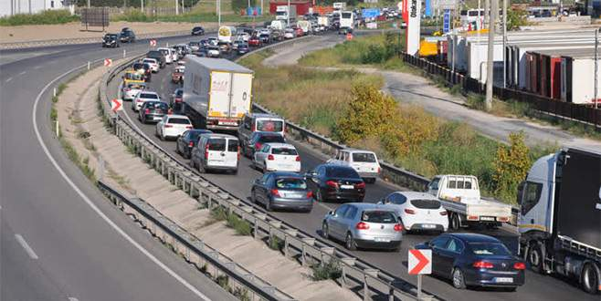 Bursa-İzmir yolunda 10 kilometrelik araç kuyruğu