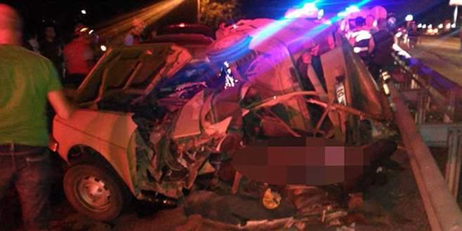 İki otomobil çarpıştı: 4 ölü, 3 yaralı