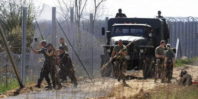 Macarlar AB'den çitin parasını istedi