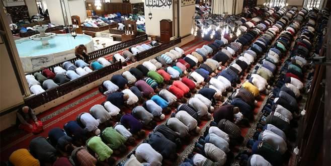 Bayramın ilk günü camiler doldu taştı
