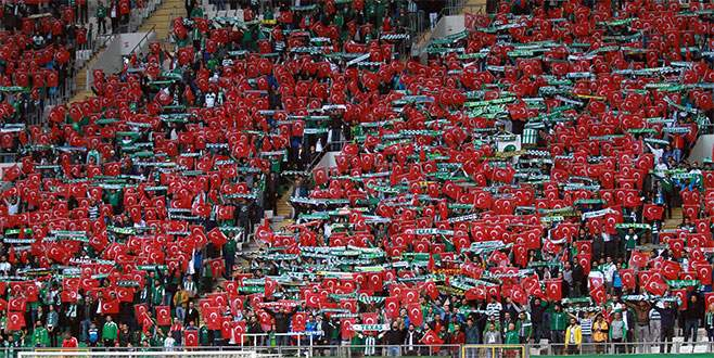 Bursa'da tribünler kırmızı beyaza büründü