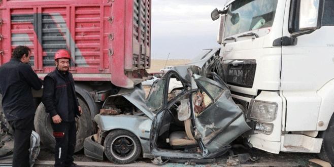 Kum fırtınası faciası! 10 araç birbirine girdi: 2 ölü, 19 yaralı