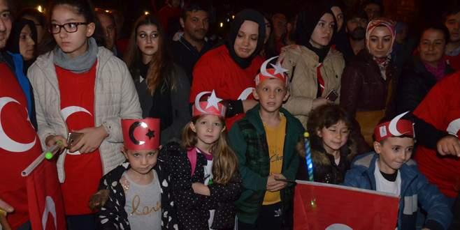 Bursa'da bin kişilik fener alayı yürüyüşü