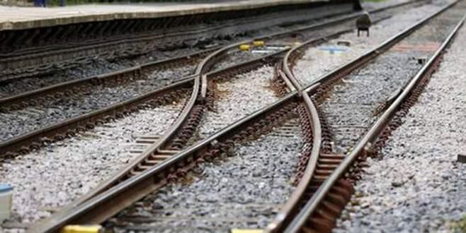 Tren, askeri araca çarptı: En az 4 asker öldü