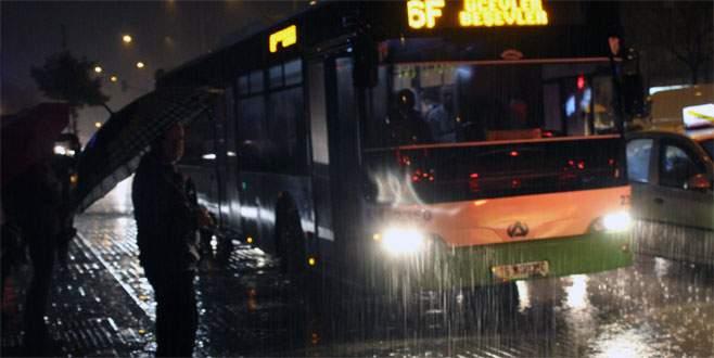 Şiddetli yağış Bursa'da hayatı olumsuz etkiledi