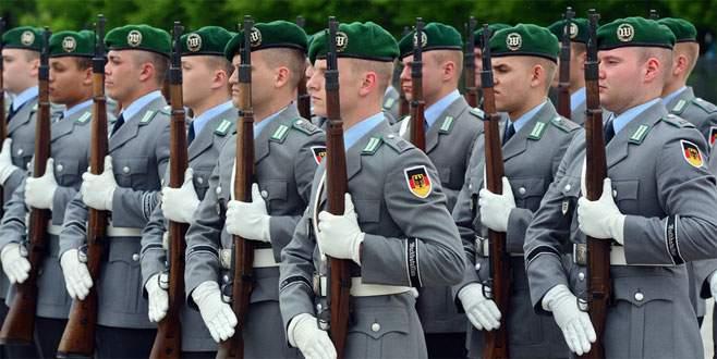 Orduda 200 aşırı sağcı asker var