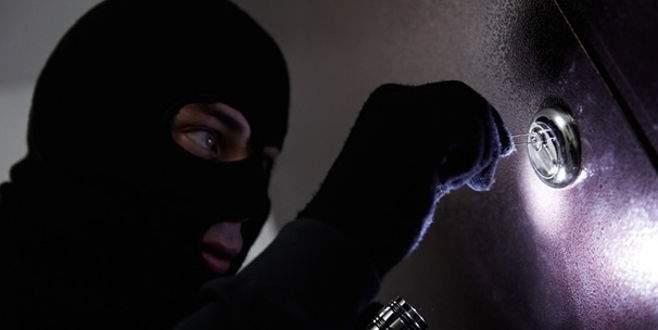 Ev sahibi 'Kira param' dedi, hırsız insafa geldi