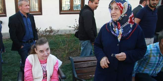 Çavuşoğlu'ndan engelli kıza araba sözü