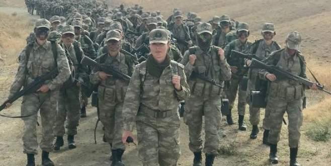 Kadın askerler eğitimde