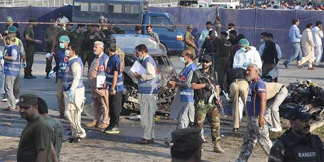 Pakistan'da bombalı saldırı: 7 ölü