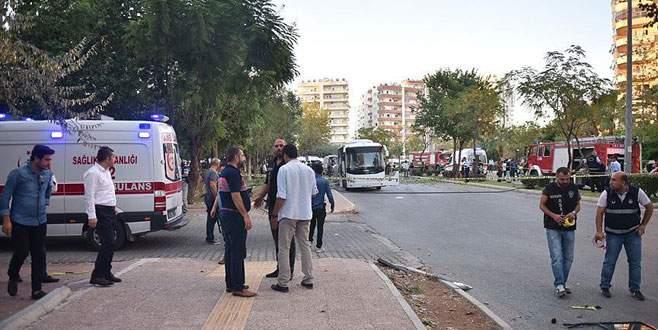 Polis servis aracına bombalı saldırı: 17'si polis 18 yaralı