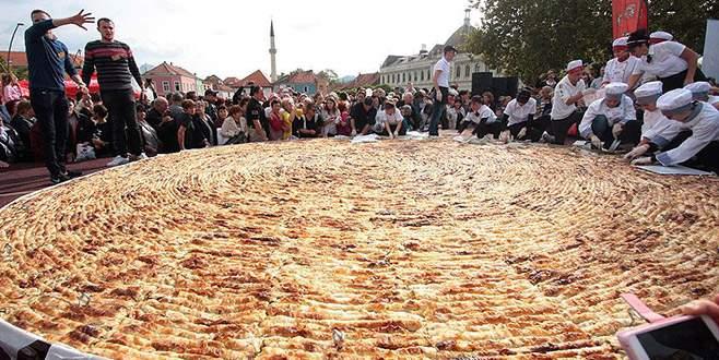 Dünyanın en büyük böreğini pişirdiler